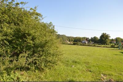 Proche Arinthod, dans un petit village, a vendre une jolie parcelle de terrain plat de 1 000 m²., Autres constructions