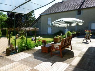 Clairvaux les lacs (Jura), à vendre Ferme ancienne 400 m² rénovée, très belles prestations., Terrasse en bois, partiellement couverte