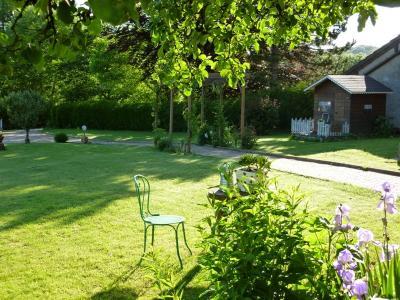 Clairvaux les lacs (Jura), à vendre Ferme ancienne 400 m² rénovée, très belles prestations., détails jardin 1 500 m²