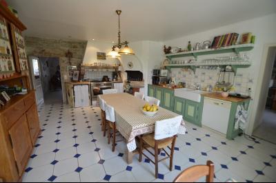 Clairvaux les lacs (Jura), à vendre Ferme ancienne 400 m² rénovée, très belles prestations., Cuisine avec four à pain