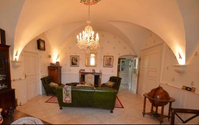 Clairvaux les lacs (Jura), à vendre Ferme ancienne 400 m² rénovée, très belles prestations., Salon 30 m² plafond voûté avec poêle à bois