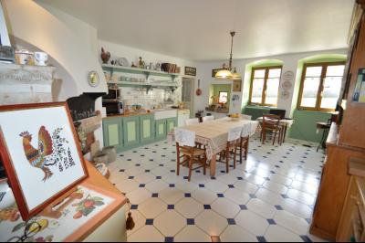 Clairvaux les lacs (Jura), à vendre Ferme ancienne 400 m² rénovée, très belles prestations., Cuisine 31 m² plein de charme