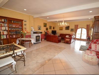 Clairvaux les lacs (Jura), à vendre Ferme ancienne 400 m² rénovée, très belles prestations., Salon avec accès à la terrasse