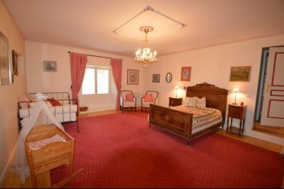 Clairvaux les lacs (Jura), à vendre Ferme ancienne 400 m² rénovée, très belles prestations., Chambre 33 m² avec dressing 4 m²