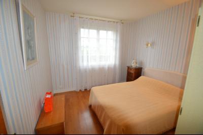 CLAIRVAUX-LES-LACS (JURA), Région des lacs, à vendre belle maison avec piscine interieure., chambre 17 m² avec lavabo