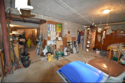 CLAIRVAUX-LES-LACS (JURA), Région des lacs, à vendre belle maison avec piscine interieure., buanderie avec sauna, douche et wc