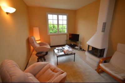 CLAIRVAUX-LES-LACS (JURA), Région des lacs, à vendre belle maison avec piscine interieure., Salon avec poêle à bois