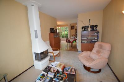 CLAIRVAUX-LES-LACS (JURA), Région des lacs, à vendre belle maison avec piscine interieure., salon ouvert sur le séjour