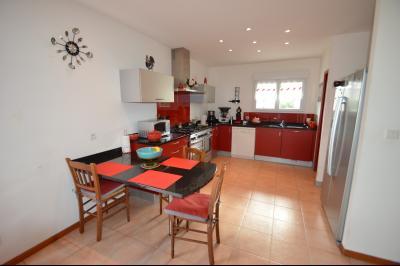 Clairvaux-les-lacs (39130), A vendre Maison contemporaine de plain pied située., Cuisine ouverte sur séjour