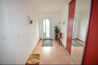 Clairvaux-les-lacs (39130), A vendre Maison contemporaine de plain pied située., Belle entrée avec placards