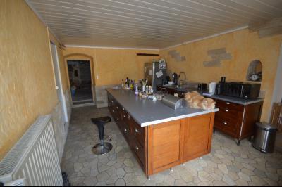 Proche de Clairvaux les lacs, Grand maison individuelle 4 chambres, avec beau terrain constructible., cuisine équipée