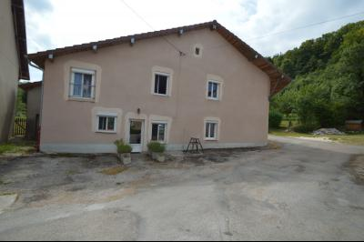 Proche de Clairvaux les lacs, Grand maison individuelle 4 chambres, avec beau terrain constructible., Façade refaite 8 ans