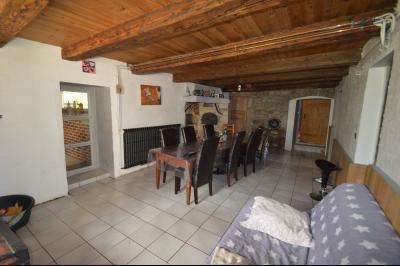 Proche de Clairvaux les lacs, Grand maison individuelle 4 chambres, avec beau terrain constructible., Séjour  avec four à pain