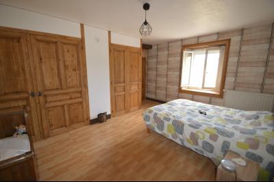 Proche de Clairvaux les lacs, Grand maison individuelle 4 chambres, avec beau terrain constructible., chambre 18 m² avec placards