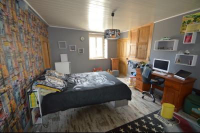 Proche de Clairvaux les lacs, Grand maison individuelle 4 chambres, avec beau terrain constructible., chambre 19 m² avec placard