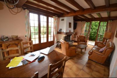 Clairvaux-les-Lacs, à vendre maison 120 m² habitables 3 chambres, dont 2 de plain pied., Salon avec insert