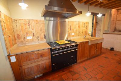 Jura, Proche Lac de Vouglans, à vendre Belle propriété rénovée 8 chambres sur 2,5 ha avec écuries., Cuisine et sa cuisinière Italienne