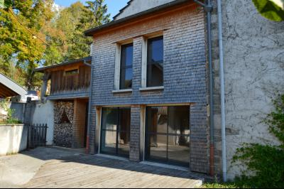 Jura, Proche Lac de Vouglans, à vendre Belle propriété rénovée 8 chambres sur 2,5 ha avec écuries., Côté ouest de la maison
