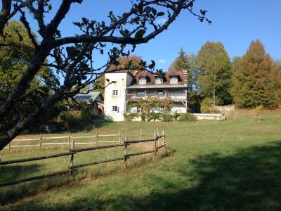 Jura, Proche Lac de Vouglans, à vendre Belle propriété rénovée 8 chambres sur 2,5 ha avec écuries., Maison et bâtiment technique