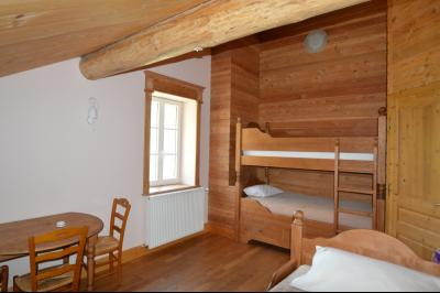 Jura, Proche Lac de Vouglans, à vendre Belle propriété rénovée 8 chambres sur 2,5 ha avec écuries., Chambre 5