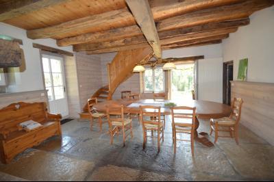 Jura, Proche Lac de Vouglans, à vendre Belle propriété rénovée 8 chambres sur 2,5 ha avec écuries., Salle à manger accès terrasse