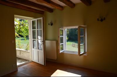 Jura, Proche Lac de Vouglans, à vendre Belle propriété rénovée 8 chambres sur 2,5 ha avec écuries., chambre 6 accès terrasse