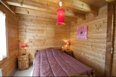 Clairvaux-les-Lacs (Jura) à vendre beaux chalets en madrier Gîtes (2 ogements indépendants)., chambre de plain-pied