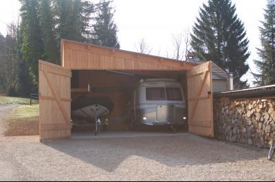 Clairvaux les lacs, ferme rénovée très chaleureuse avec un magnifique jardin, piscine, 4 chambres., garage double