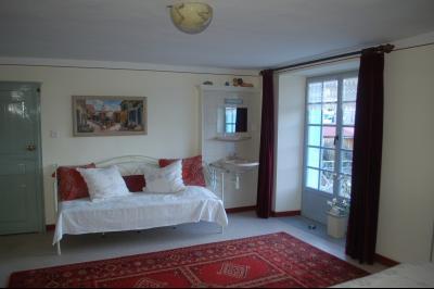 Clairvaux les lacs, ferme rénovée très chaleureuse avec un magnifique jardin, piscine, 4 chambres., chambre avec balcon