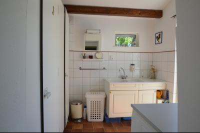 Clairvaux les lacs, ferme rénovée très chaleureuse avec un magnifique jardin, piscine, 4 chambres., Buanderie avec douche et toilette