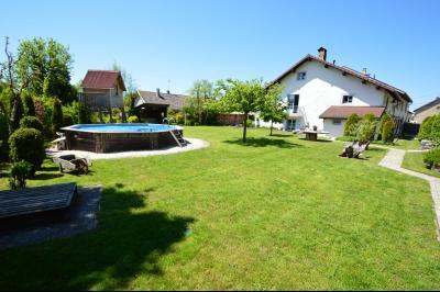 Clairvaux les lacs, ferme rénovée très chaleureuse avec un magnifique jardin, piscine, 4 chambres., jardin, piscine, maison