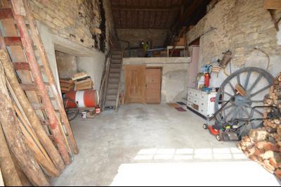 Entre Orgelet et Arinthod, une maison à moderniser 2 chambres, grange, combles aménageables, terrain, grange/garage