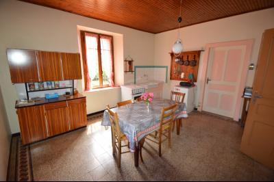 Entre Orgelet et Arinthod, une maison à moderniser 2 chambres, grange, combles aménageables, terrain, Cuisine