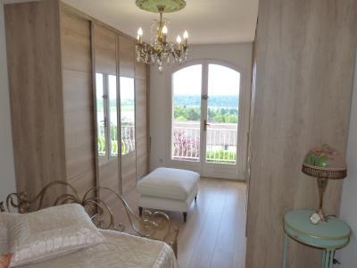 Clairvaux les lacs (JURA) vends Maison rénovée avec vue exceptionnelle sur lacs et relief jurassien., Chambre ouvrant sur le balcon