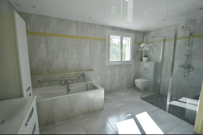 Clairvaux les lacs (JURA) vends Maison rénovée avec vue exceptionnelle sur lacs et relief jurassien., salle de bain + douche Aubade