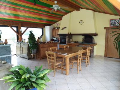 LONS-LE-SAUNIER (39 JURA), à vendre maison individuelle 136 m², piscine, four à pain, parc 5344 m², FOUR A PAIN