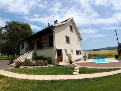LONS-LE-SAUNIER (39 JURA), à vendre maison individuelle 136 m², piscine, four à pain, parc 5344 m², PISCINE