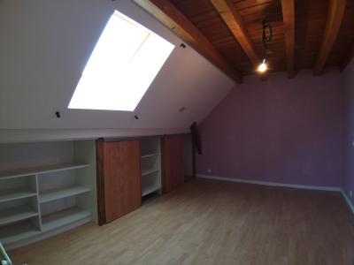 LONS-LE-SAUNIER Sud (39 JURA), à vendre maison de village de 160m², 7 pièces, avec 305m² de terrain., CHAMBRE 2