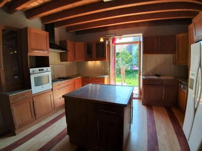 LONS-LE-SAUNIER Sud (39 JURA), à vendre maison de village de 160m², 7 pièces, avec 305m² de terrain., CUISINE