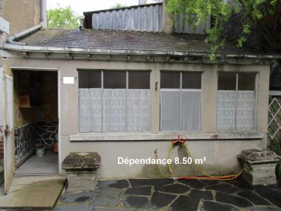 CHATEAU GONTIER, à vendre MAISON 140 M², 4 CHAMBRES , GARAGE, DÉPENDANCES.,