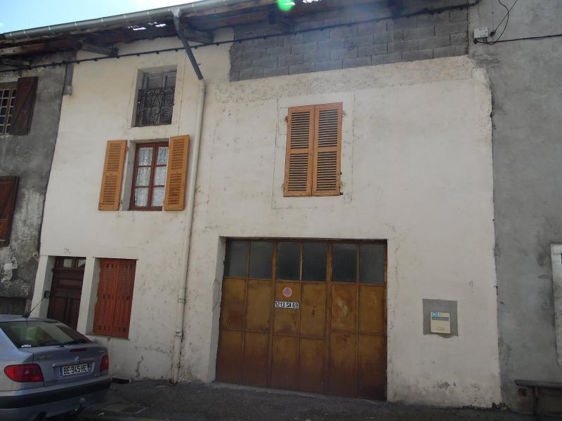 Secteur VIRIEU LE GRAND (01, Ain), à vendre maison de ville de 6 pièces à rénover.