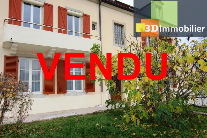 Lons-le-Saunier à 2 pas du centre ville, vends une maison de 12 pièces avec dépendances.