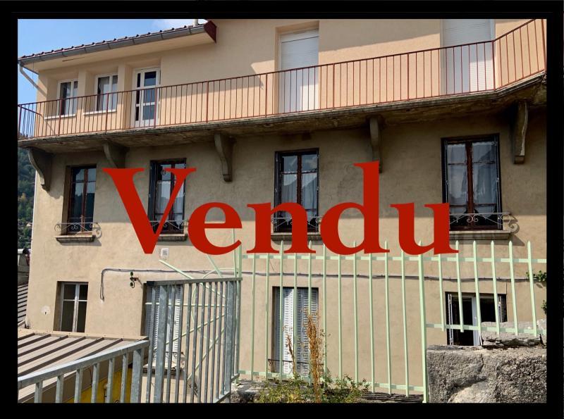 SAINT-CLAUDE (39200), vends LOT DE 2 logements en CENTRE VILLE.