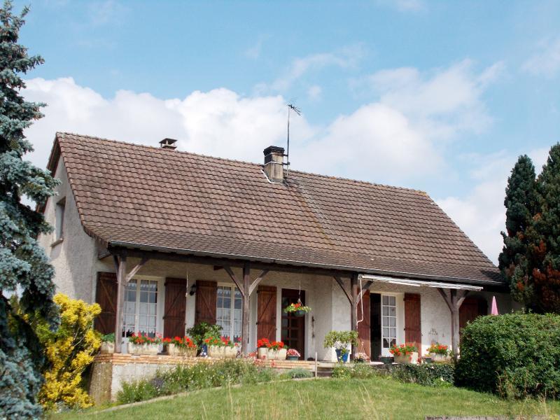 LOUHANS (71), maison à vendre de 158 m² proche commerces, quatre chambres, terrain 980 m².