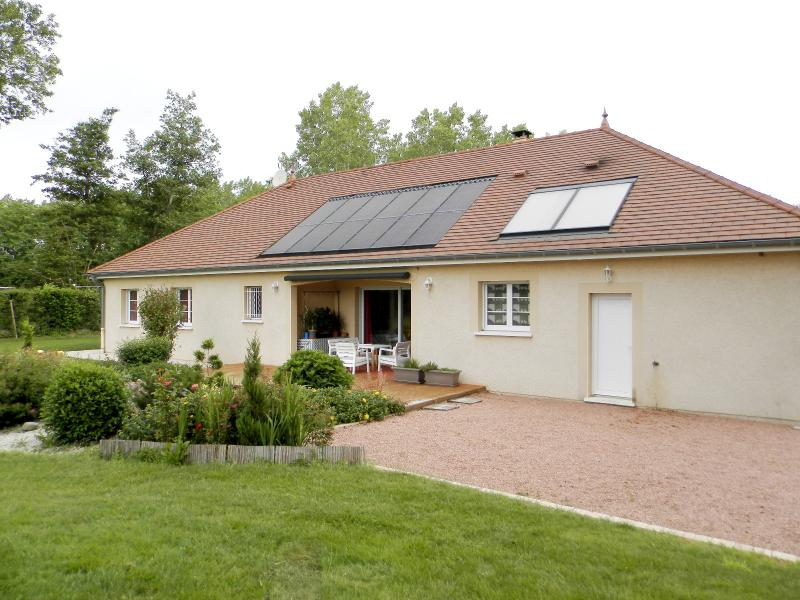 LOUHANS (71), à vendre maison contemporaine (2007), de 175 m² sur terrain 6500 m².