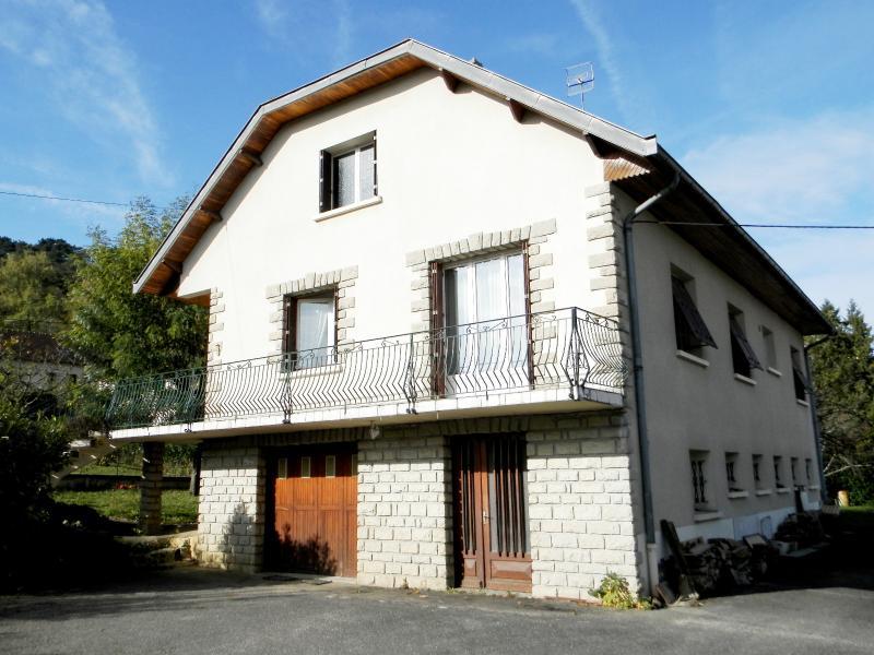 Vente LONS LE SAUNIER (39), maison de 110 m� environ, trois chambres, sur terrain de 1547 m�