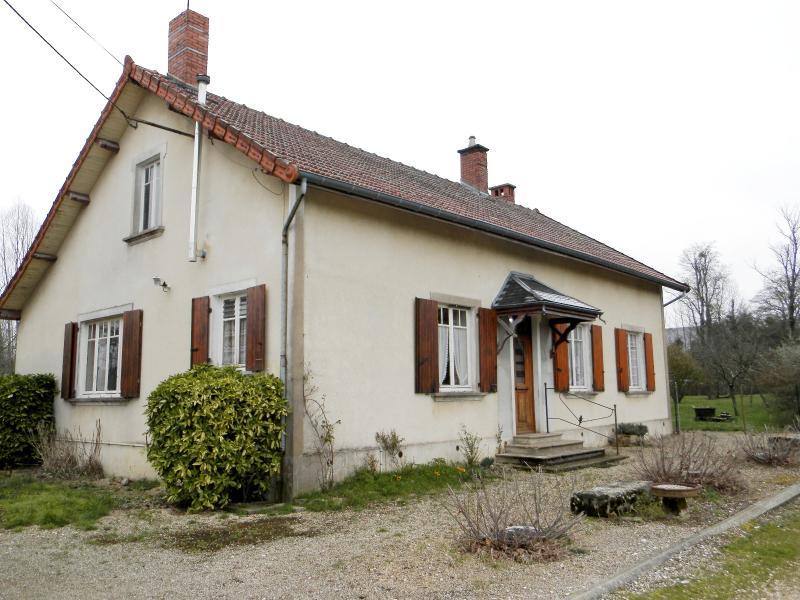 SAINT GERMAIN DU BOIS (71), maison de plain-pied � r�nover environ 90 m�, terrain 2700 m� environ