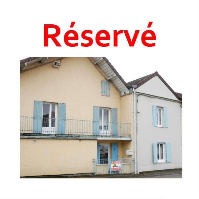 BLETTERANS (39) centre-ville, � vendre maison de ville 95 m�, trois chambres, garage.