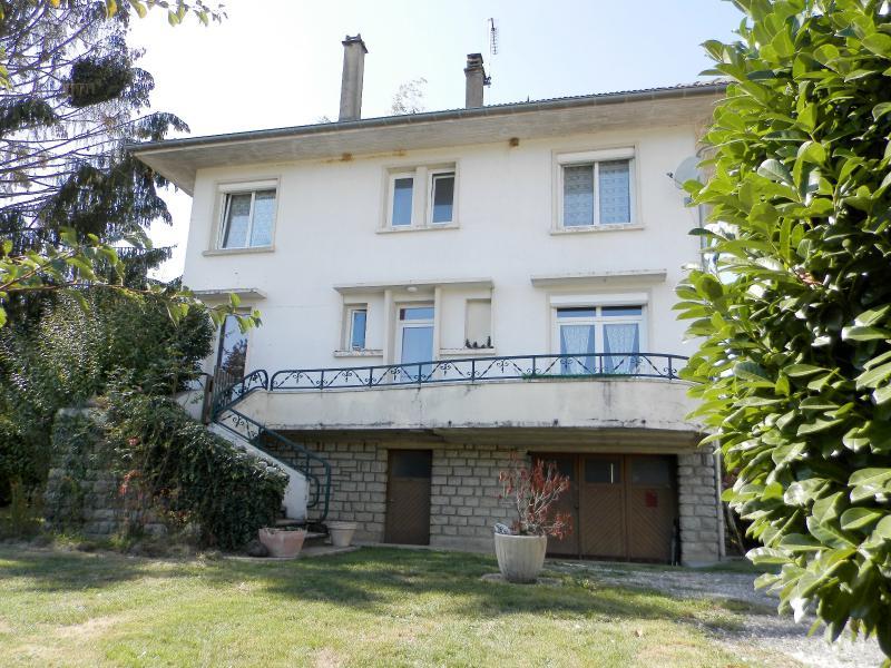 CHAUMERGY (39), � vendre maison familiale 145 m�, cinq chambres, terrain 903 m�.