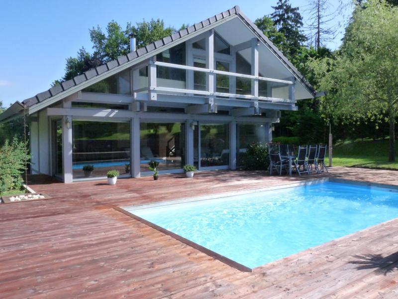 LONS LE SAUNIER (39), RARE, � vendre  Maison d'architecte 220 m�, parc paysag� de 3078 m�.